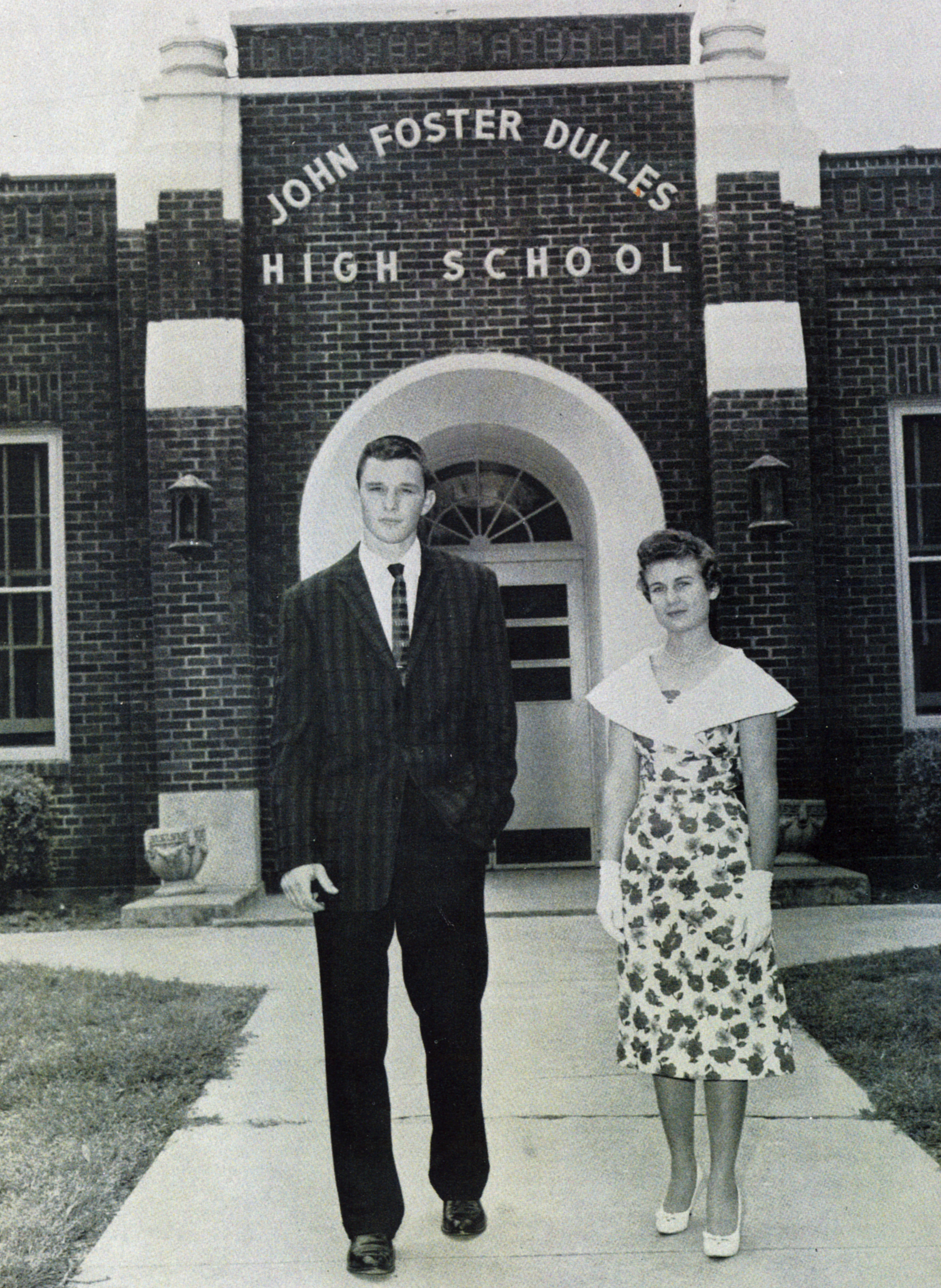 Front of Dulles High School circa 1960